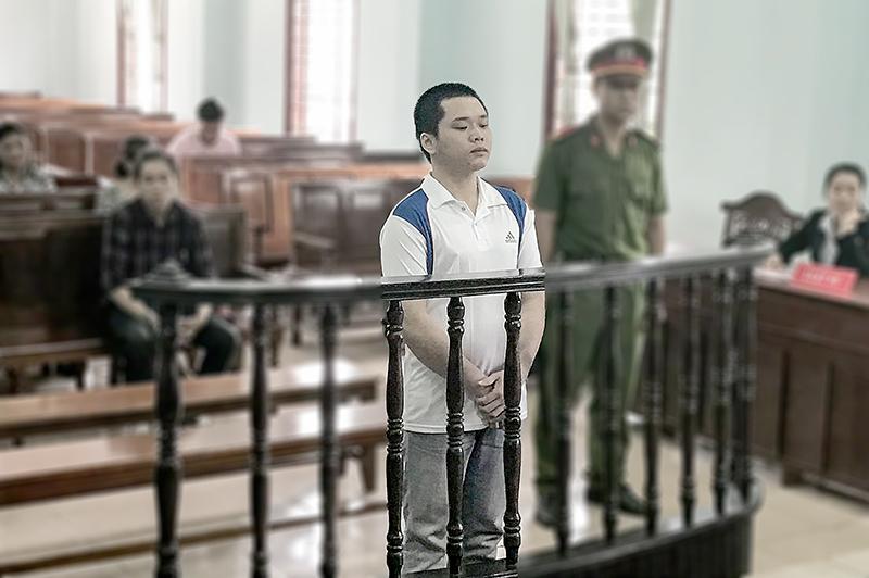 Bị cáo Lê Thanh Duy bị TAND TP Cần Thơ tuyên phạt 12 năm tù tội hiếp dâm trẻ em vào cuối năm 2017. Ảnh: KIỀU CHINH
