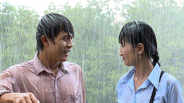 Tình yêu của Phong (Hòa Hiệp) và Duyên (Quỳnh Lam) góp phần hóa giải hận thù giữa hai nhà.