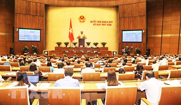 Quốc hội biểu quyết thông qua Nghị quyết về Chương trình xây dựng luật, pháp lệnh năm 2019, điều chỉnh Chương trình xây dựng luật, pháp lệnh năm 2018. Ảnh: Phương Hoa-TTXVN