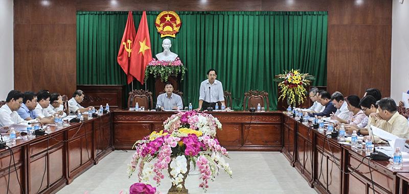 Các đại biểu giám sát với chủ đầu tư dự án Khu tái định cư và nhà ở công nhân phục vụ cho Khu công nghiệp Hưng Phú I. Ảnh: ANH KHOA