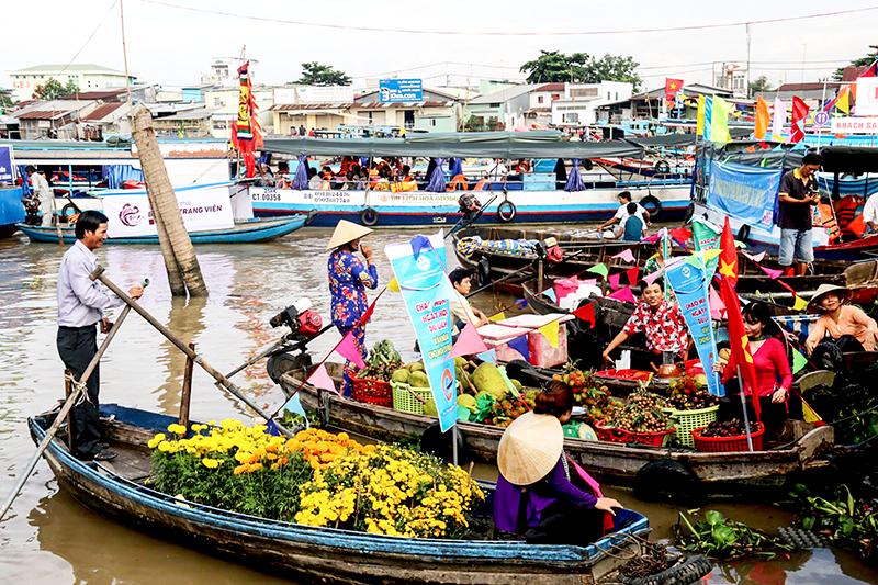 Ngày hội Du lịch Văn hóa Chợ nổi Cái Răng luôn thu hút khách du lịch. Ảnh: Duy Khôi