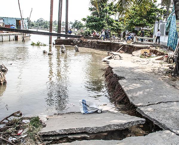 Hiện trường vụ sạt lở bờ sông tại quận Ô Môn, TP Cần Thơ. Ảnh: H. VĂN