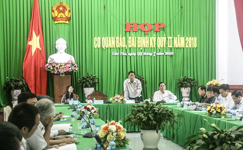 Đồng chí Lê Văn Tâm, Phó Chủ tịch Thường trực UBND TP. Cần Thơ phát biểu tại cuộc họp. Ảnh: Q. THÁI
