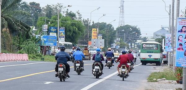 Điều khiển phương tiện sai phần đường, làn đường cũng là một trong những nguyên nhân gây TNGT. Ảnh: XUÂN ĐÀO