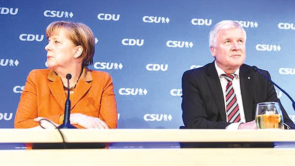 Thủ tướng Merkel và Bộ trưởng Nội vụ Seehofer. Ảnh: DPA