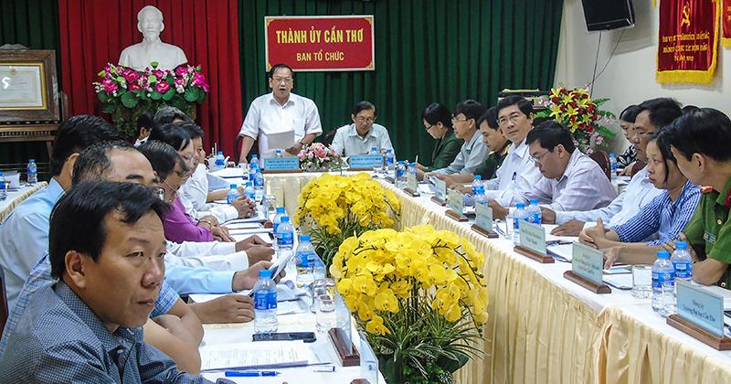 Đồng chí Trần Quốc Trung, Ủy viên Trung ương Đảng, Bí thư Thành ủy Cần Thơ, phát biểu tại hội nghị. Ảnh: THANH THY