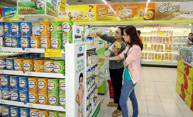 Người tiêu dùng Cần Thơ ngày càng nâng cao nhận thức trong ưu tiên sử dụng hàng hóa trong nước. Ảnh: T.T
