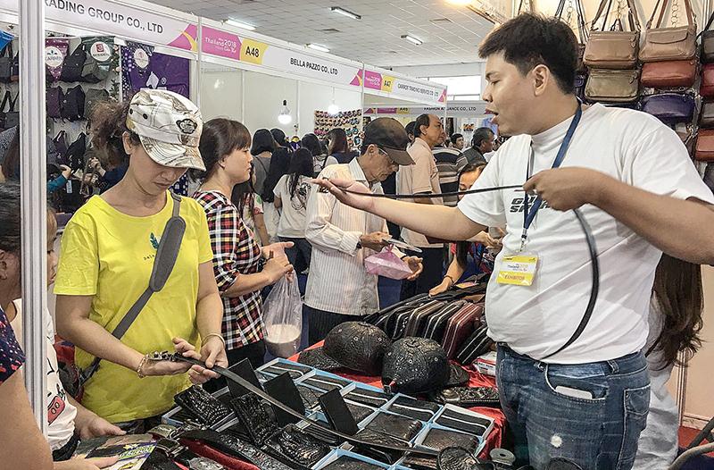 Hoạt động kinh doanh tại Mini Thailand Week 2018 tại Cần Thơ. Ảnh: KHÁNH NAM