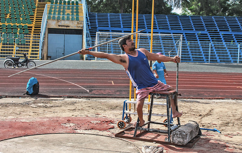 Các VĐV điền kinh khuyết tật Cần Thơ tập luyện. Ảnh: XUÂN THANH
