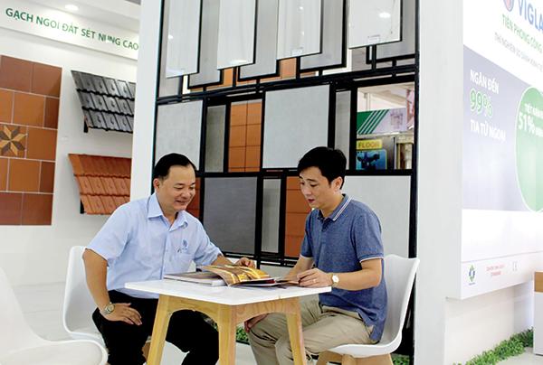 Tổng Công ty Viglacera tham gia Triển lãm Quốc tế Vietbuild Cần Thơ 2018 và giới thiệu về các thành tựu trong lĩnh vực sản xuất, kinh doanh vật liệu xây dựng của đơn vị. Ảnh: MINH HUYỀN