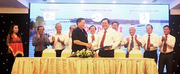 Sở Văn hóa, Thể thao và Du lịch TP Cần Thơ và Sở Văn hóa, Thể thao và Du lịch tỉnh Phú Yên kí kết hợp tác về du lịch.