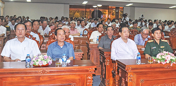 Các cán bộ chủ chốt, cán bộ nghỉ hưu dự hội nghị tại điểm cầu Hội trường Thành ủy. Ảnh: ANH DŨNG