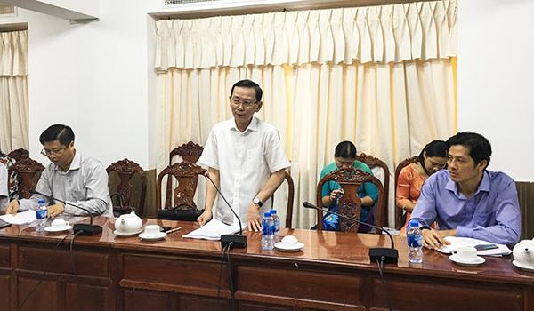 Chủ tịch UBND thành phố Võ Thành Thống phát biểu tại cuộc họp.