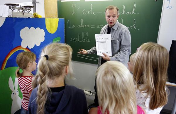 Trẻ em Pháp trong một giờ học tiếng Anh. Ảnh: Telegraph