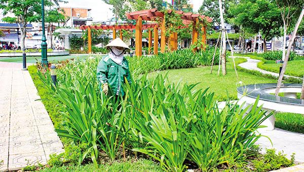 Công viên Hùng Vương (một hạng mục của Dự án nâng cấp đô thị vùng ĐBSCL) với hệ thống cây xanh, cảnh quan, đã làm tăng thêm mảng xanh, góp phần hoàn thiện hạ tầng kỹ thuật đô thị và tăng chất lượng cuộc sống của người dân TP Cần Thơ. Ảnh: ANH KHOA
