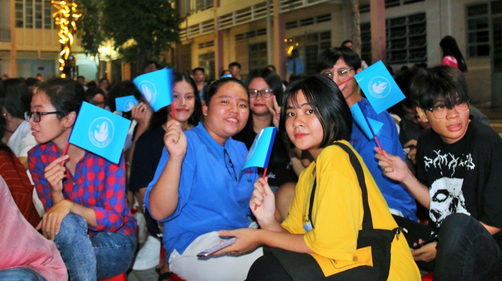 """""""Lời cảm ơn"""" tạo được sự phấn khích, hấp dẫn với các học sinh Trường THPT Phan Ngọc Hiển."""