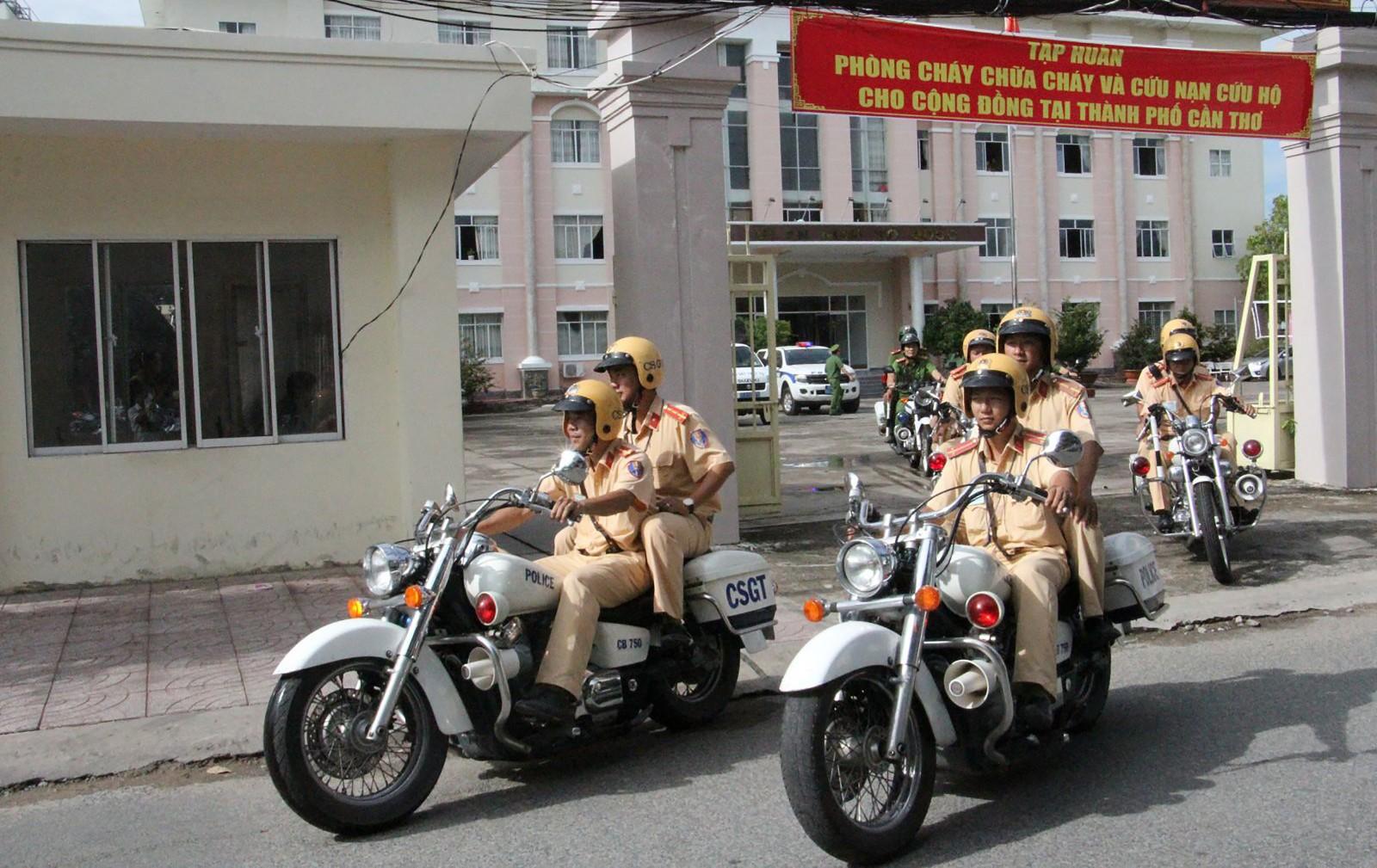 Công an quận Ninh Kiều ra quân đảm bảo an ninh trật tự, trật tự an toàn giao thông dịp Tết Nguyên đán 2019. Ảnh: PHAN TẠI