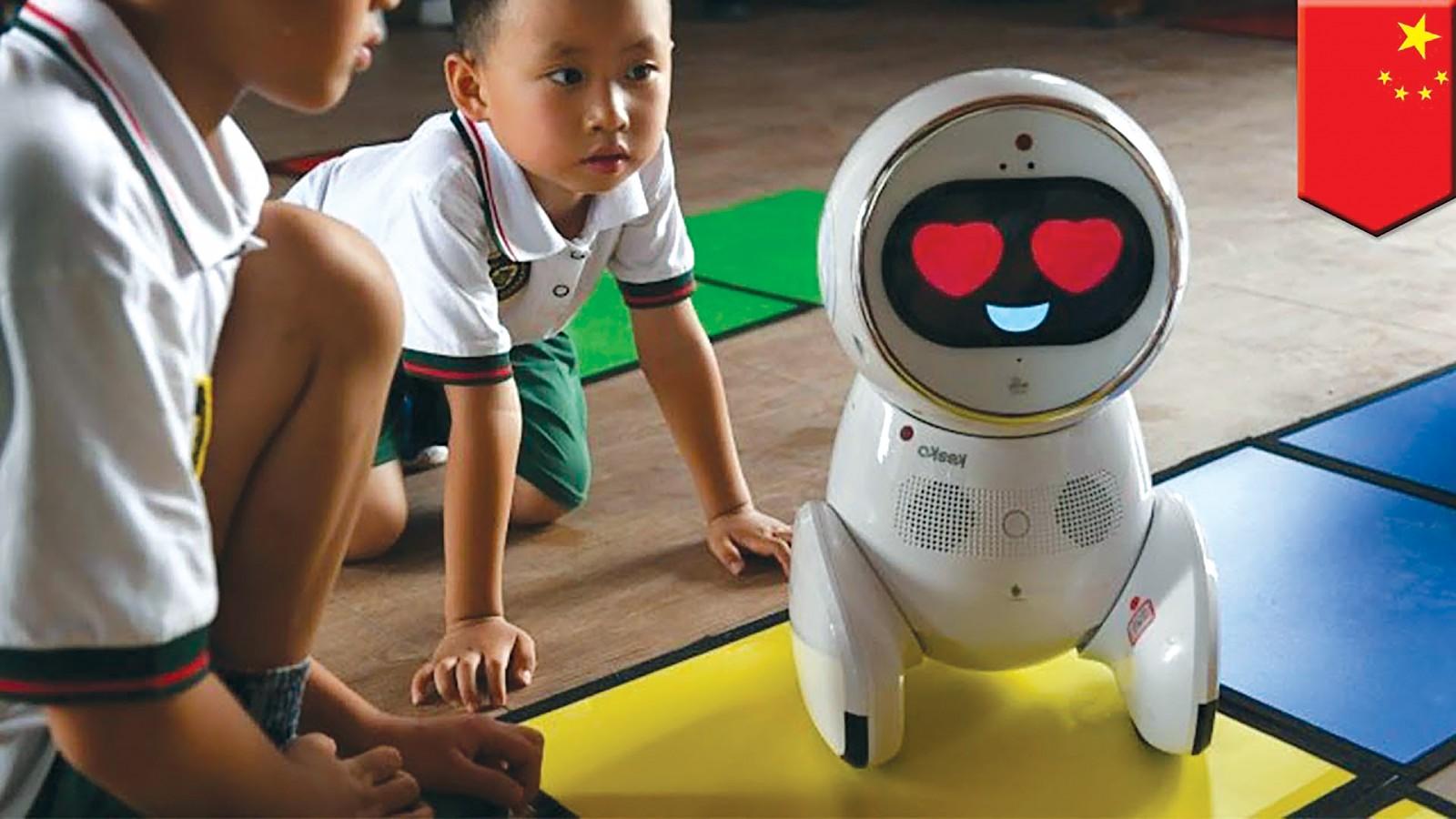 """Trẻ em Trung Quốc hứng thú với """"giáo viên"""" Keeko. Ảnh:  AFP"""