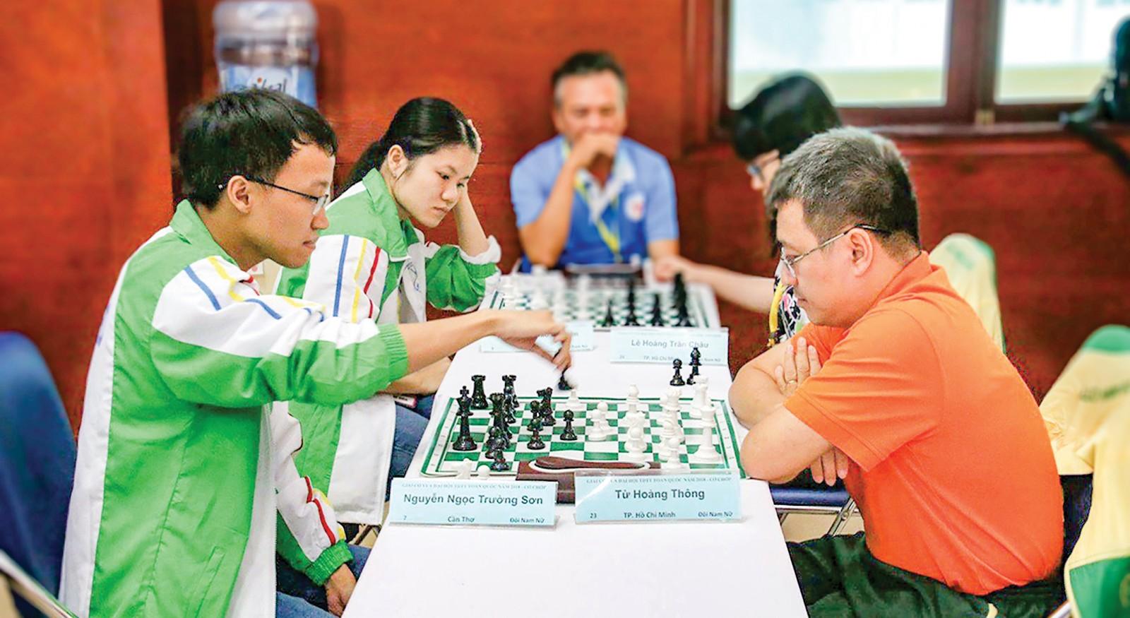 Trường Sơn và Thảo Nguyên (trái) thi đấu tại Đại hội TDTT toàn quốc lần VIII-2018. Ảnh: MINH HOÀNG