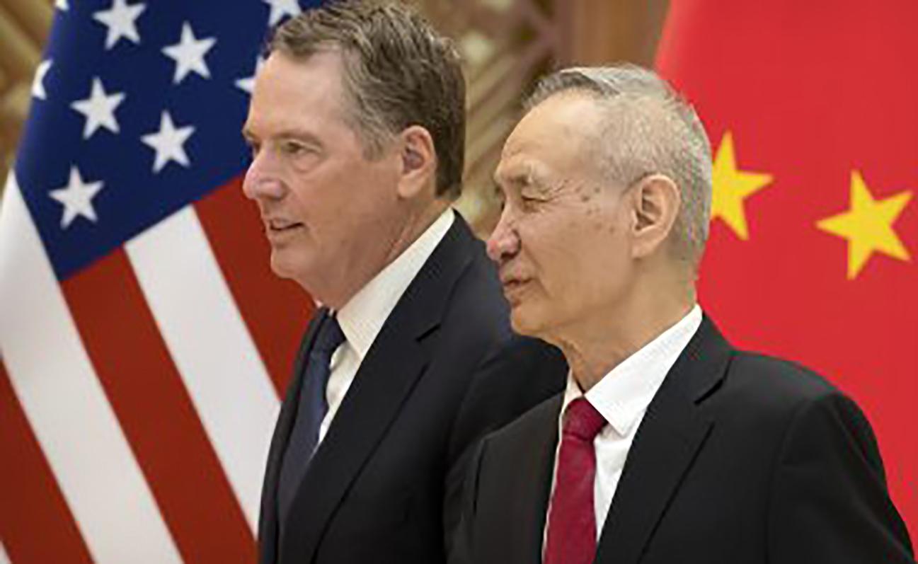 Phó Thủ tướng Trung Quốc Lưu Hạc (phải) và Đại diện Thương mại Mỹ Lighthizer. Ảnh: AFP