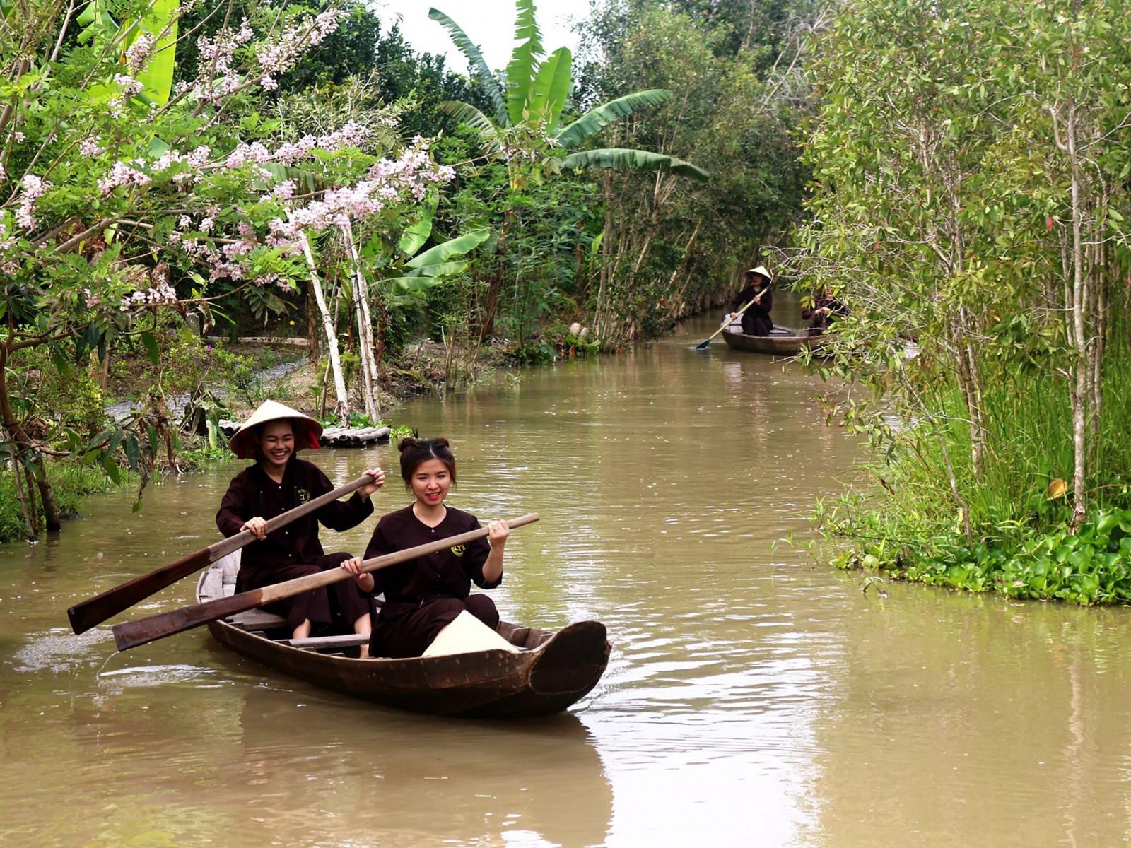 Trải nghiệm sông nước miệt vườn là sản phẩm du lịch được các đơn vị lữ hành Bạc Liêu và An Giang đánh giá cao về du lịch Cần Thơ tại hội nghị. Ảnh: ÁI LAM