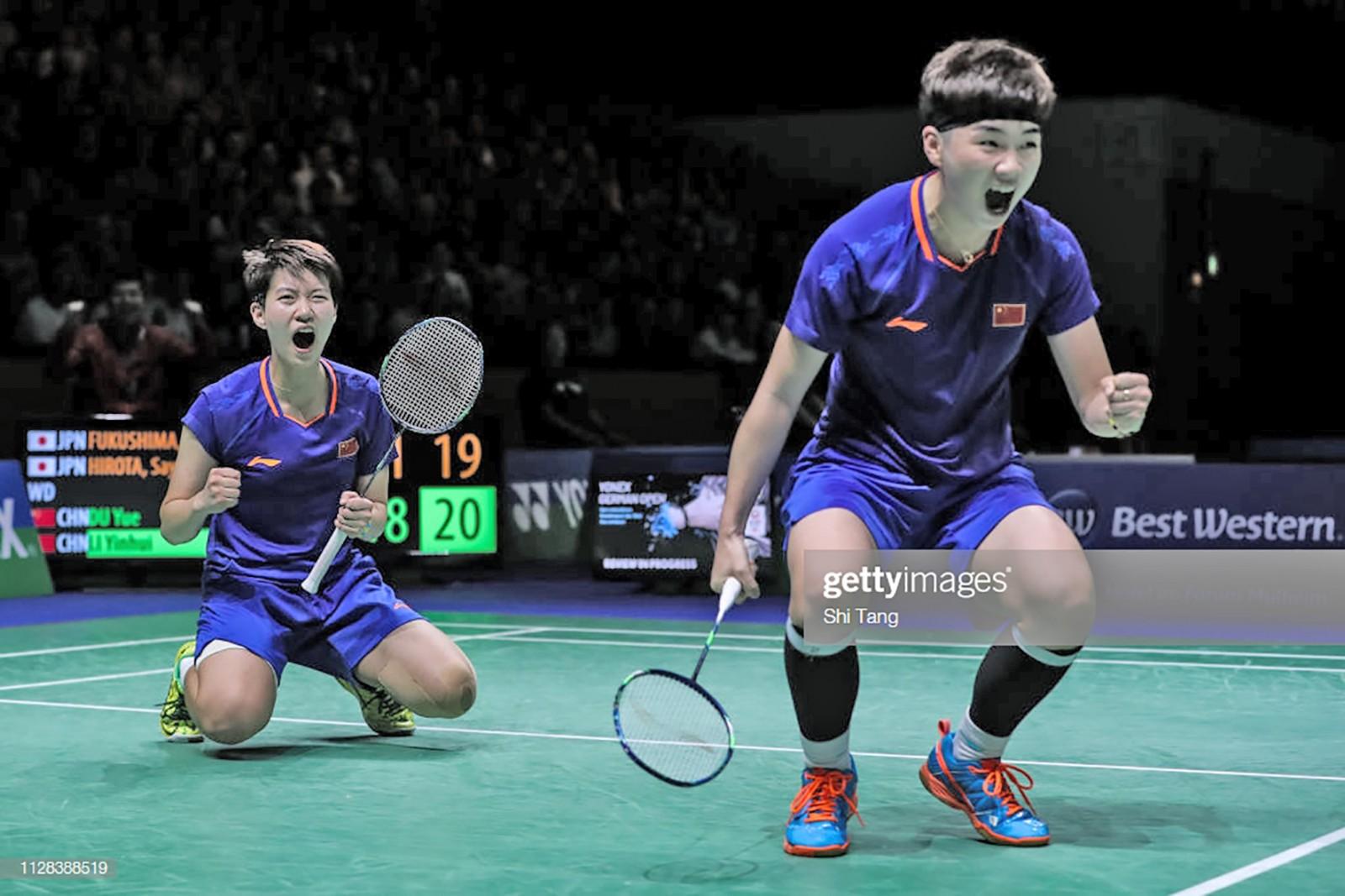 Du Yue và Li Yinhui vui mừng sau chiến thắng trước Yuki Fukushima and Sayaka Hirota. Ảnh: Shi Tang/Getty Images.
