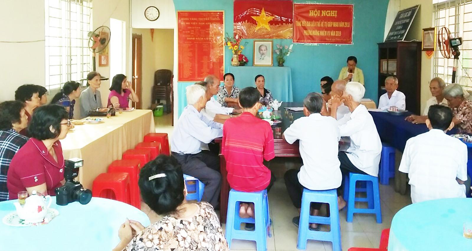 Buổi tư vấn, trợ giúp pháp lý lưu động ở huyện Phong Điền, giúp bà con nâng cao hiểu biết quy định pháp luật. Ảnh: CHẤN HƯNG