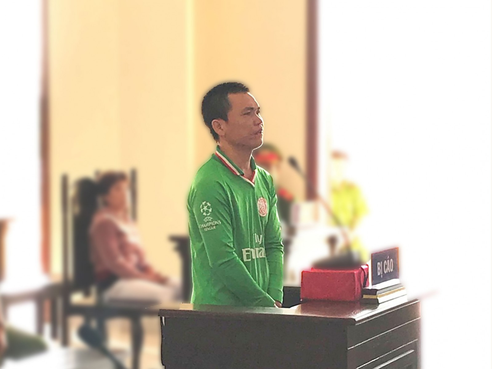 Lê Văn Liếp trả lời thẩm vấn tại phiên tòa. Ảnh: KIỀU CHINH