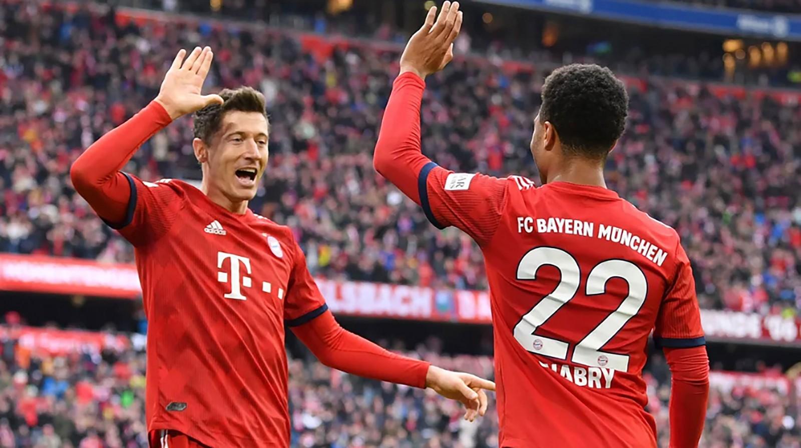 Robert Lewandowski (trái) tỏa sáng và ổn định, giúp Bayern Munich hồi sinh. Ảnh: Bundesliga