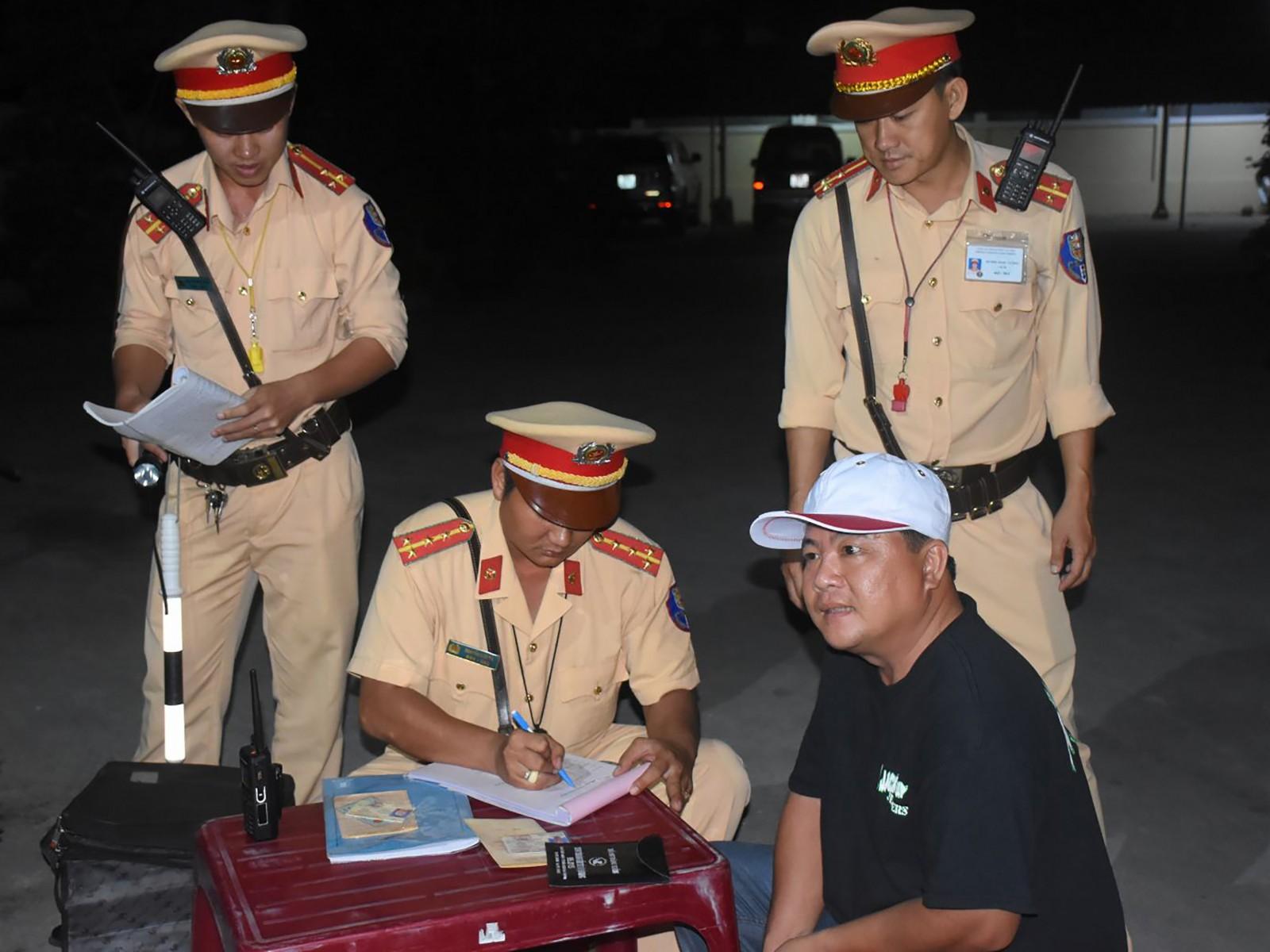 CSGT Trạm Cửa ô Ba Láng kiểm soát phương tiện lưu thông trên quốc lộ 1A, thuộc phường Ba Láng, quận Cái Răng. Ảnh: XUÂN ĐÀO