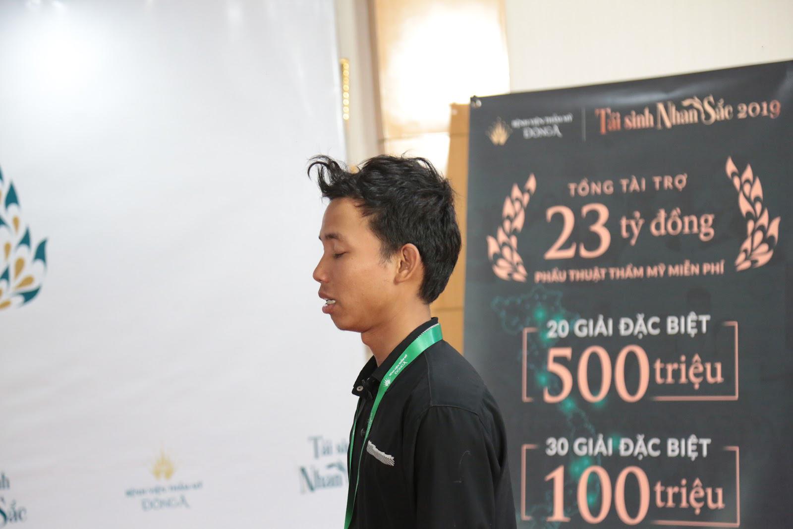 Chàng trai du mục nơi biên giới Campuchia, lặn lội vượt đường xa tới Tái sinh nhan sắc 2019