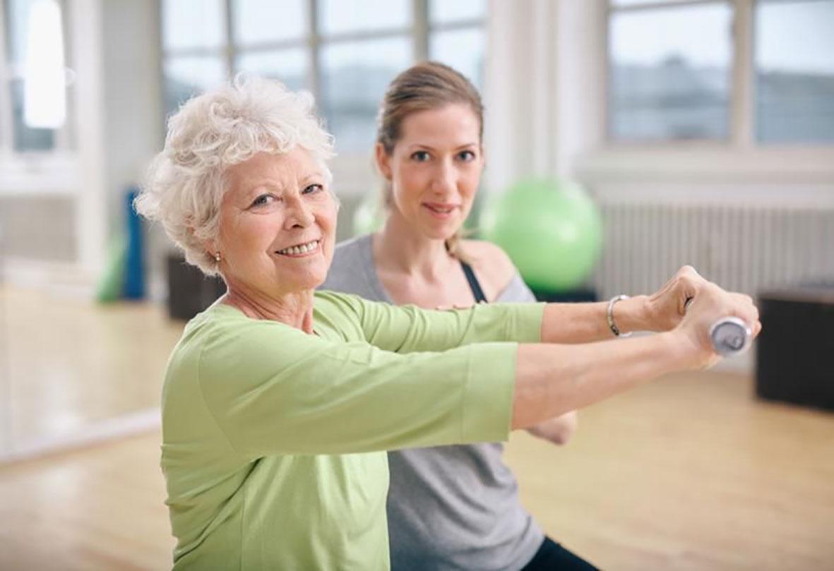 Vận động có ích cho năng lực trí óc của người cao tuổi. Ảnh: Pinterest