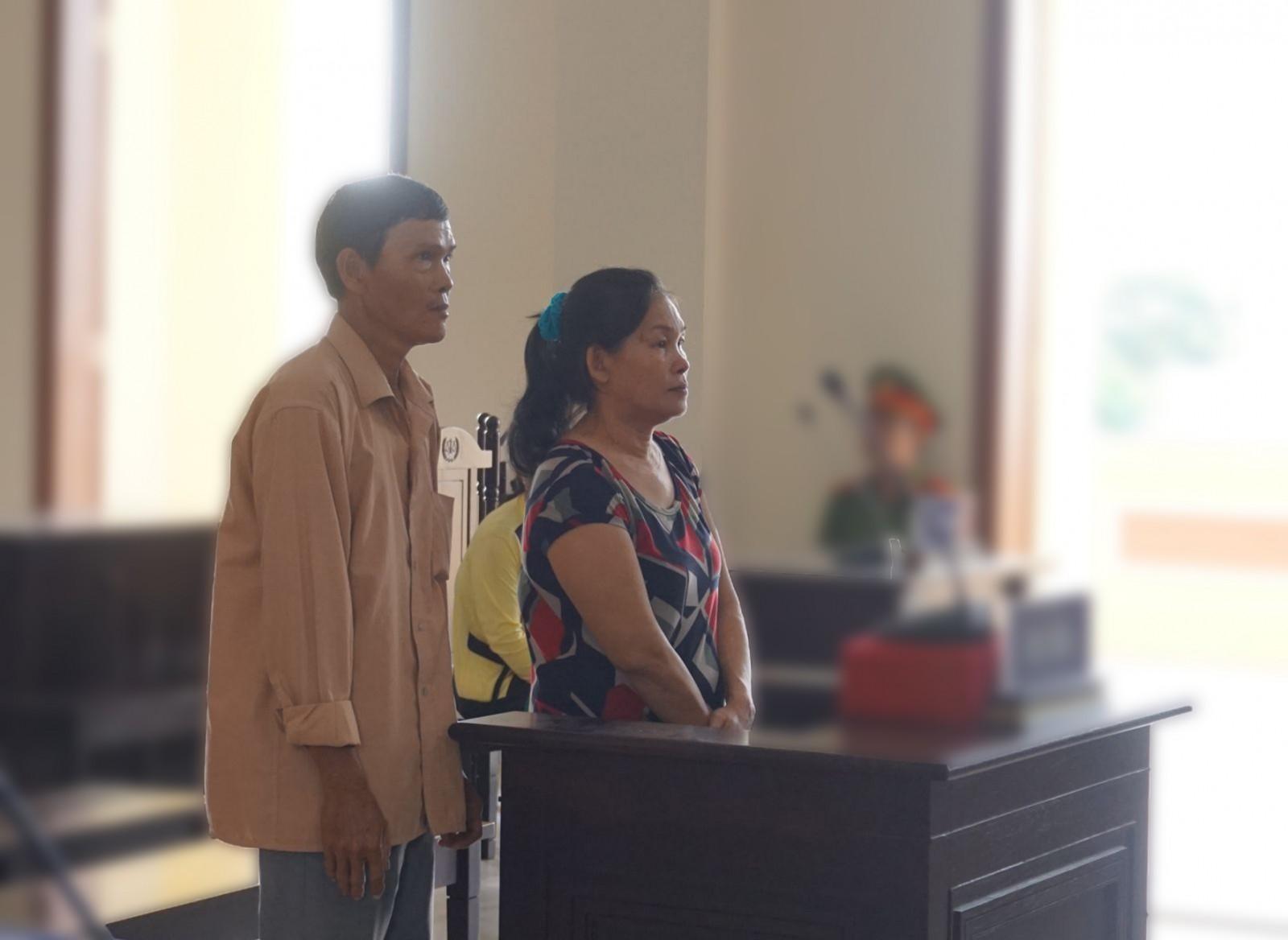 Kim Hòa và Hữu Công trả lời thẩm vấn HĐXX vào ngày 14-3-2019. Ảnh: KIỀU CHINH
