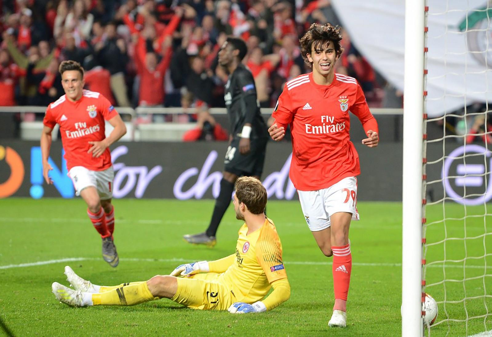 Joao Felix (phải) đang thi đấu thăng hoa trong màu áo Benfica. Ảnh: UEFA Europa League Twitter