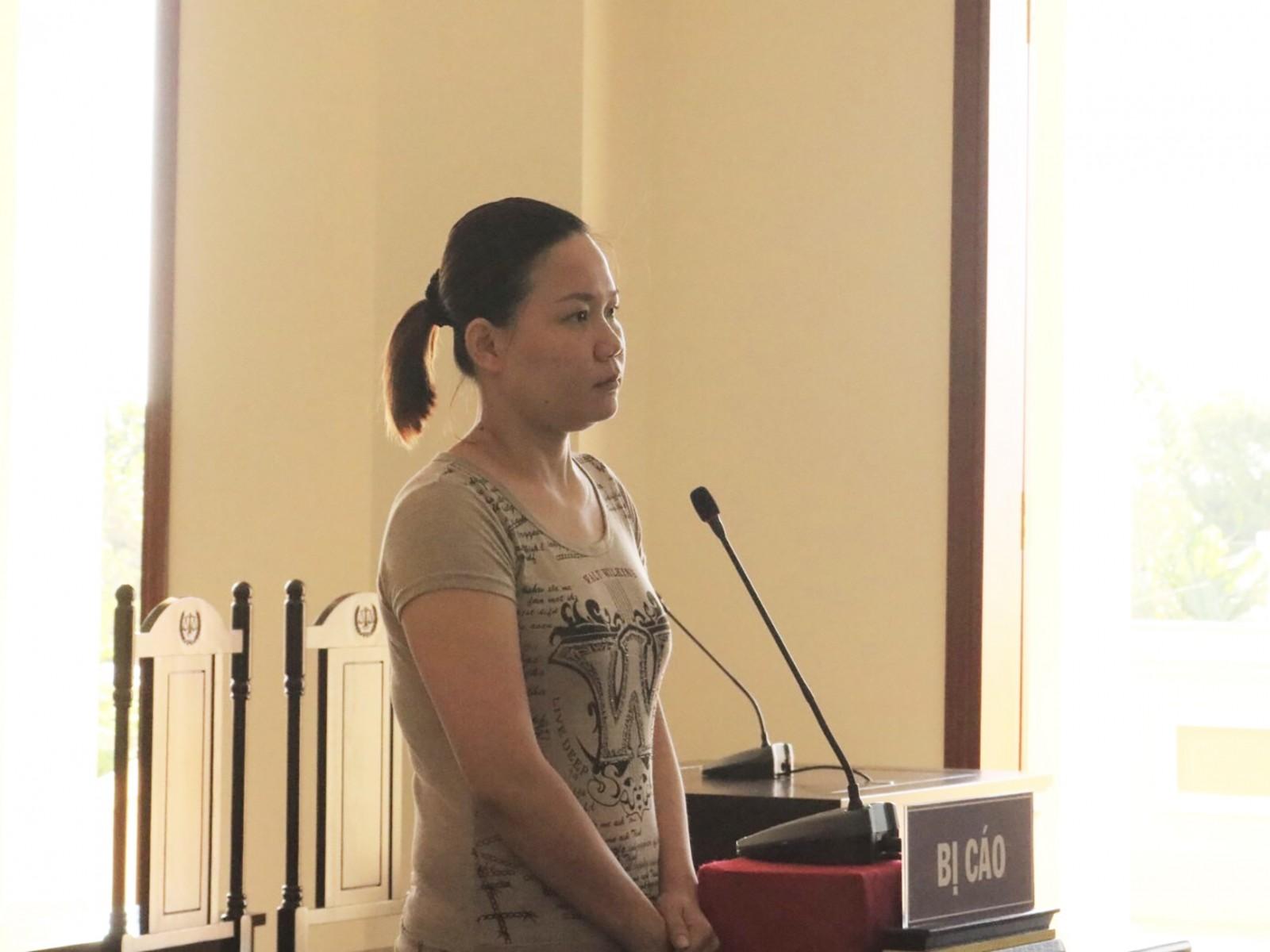 Dùng thủ đoạn gian dối kiếm tiền, Nguyễn Thị Ngọc Dung lãnh án 2 năm tù. Ảnh: KIỀU CHINH