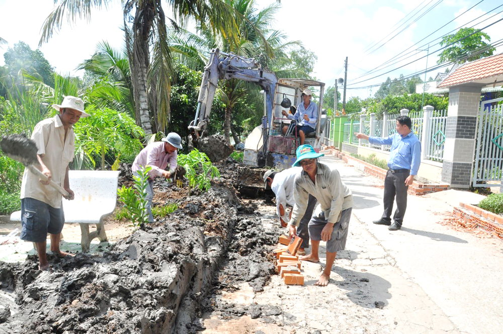 UBND huyện Thới Lai vừa khởi công nâng cấp, mở rộng tuyến đường Rạch Đình, xã Xuân Thắng.