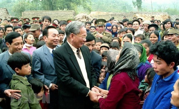 Chủ tịch nước Lê Đức Anh thăm Công ty Xi măng Bỉm Sơn (Thanh Hóa), ngày 29/12/1994. (Ảnh: Cao Phong/TTXVN)