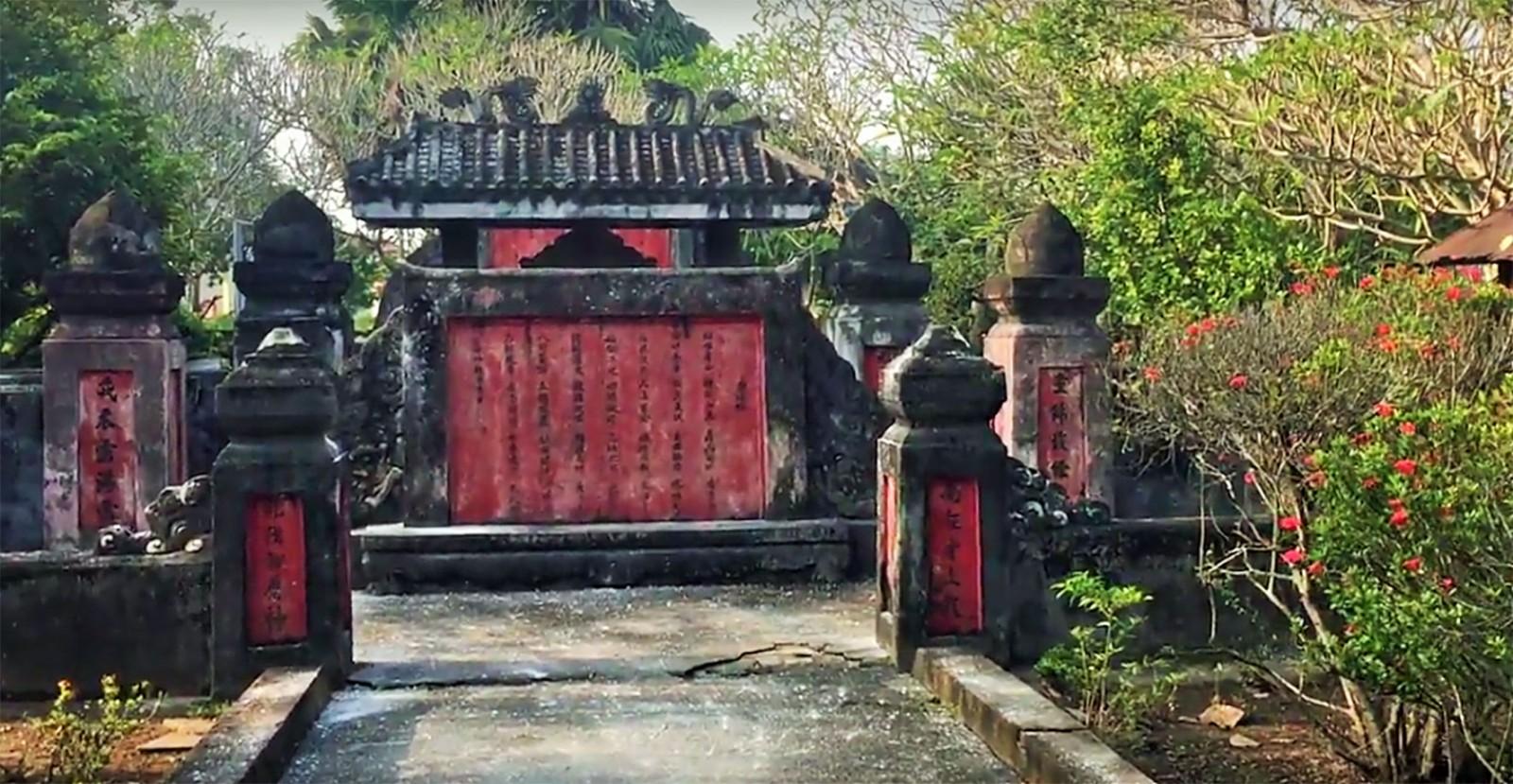 Khu mộ Tiền quân Nguyễn Huỳnh Đức. Ảnh: DUY KHÔI