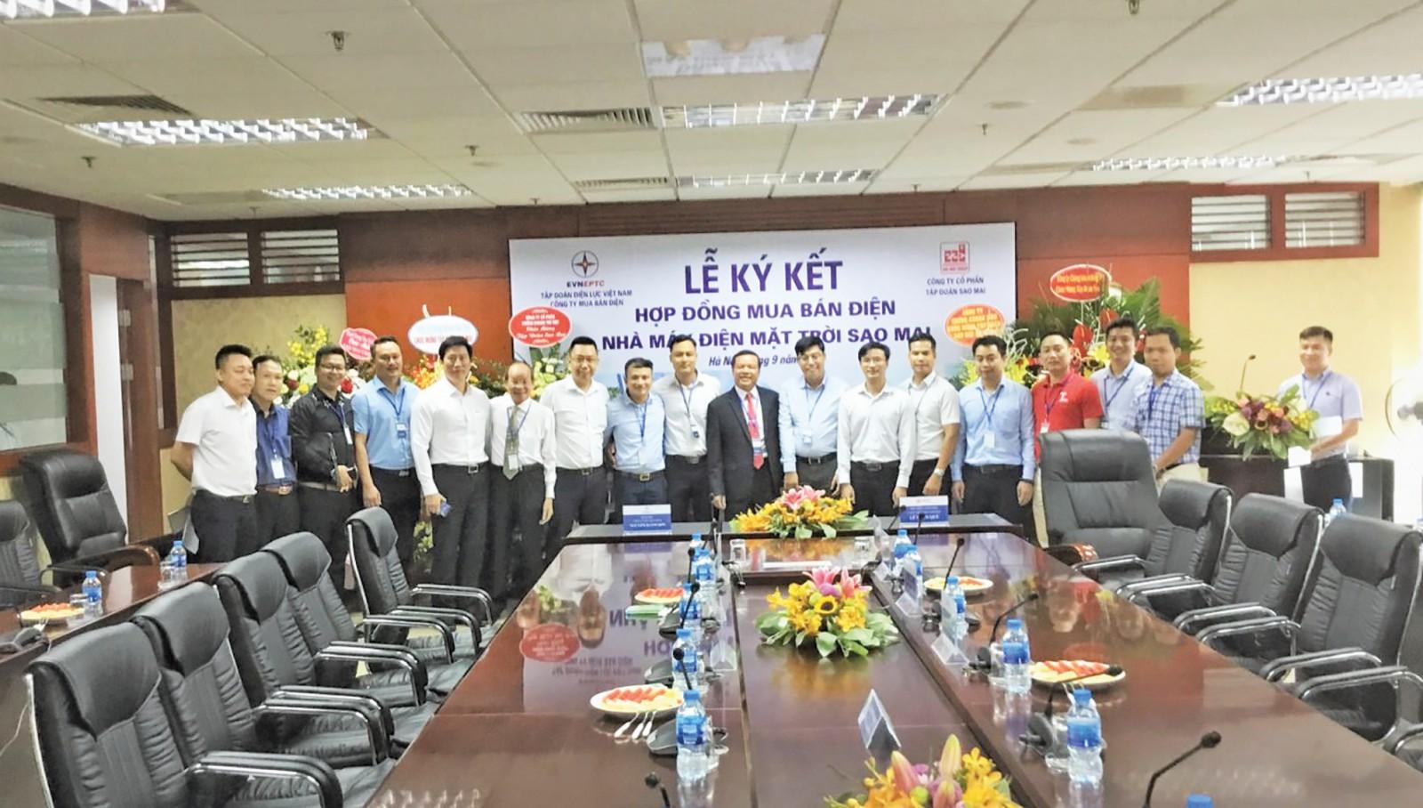 Trước đó Tập đoàn Sao Mai đã ký kết hợp đồng mua bán điện với EVN, khi dự án hoàn thành sẽ được đấu nối lên lưới điện quốc gia. Ảnh: HỒ NHUNG