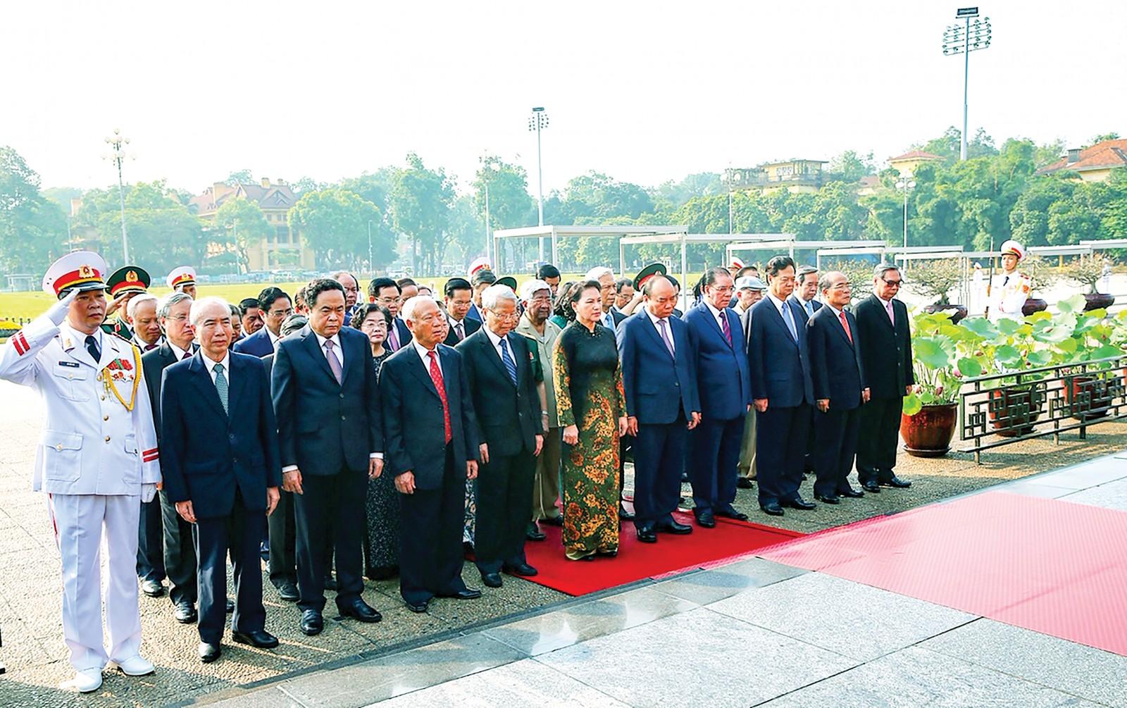 Lãnh đạo Đảng, Nhà nước viếng Chủ tịch Hồ Chí Minh. Ảnh: VGP/NHẬT BẮC