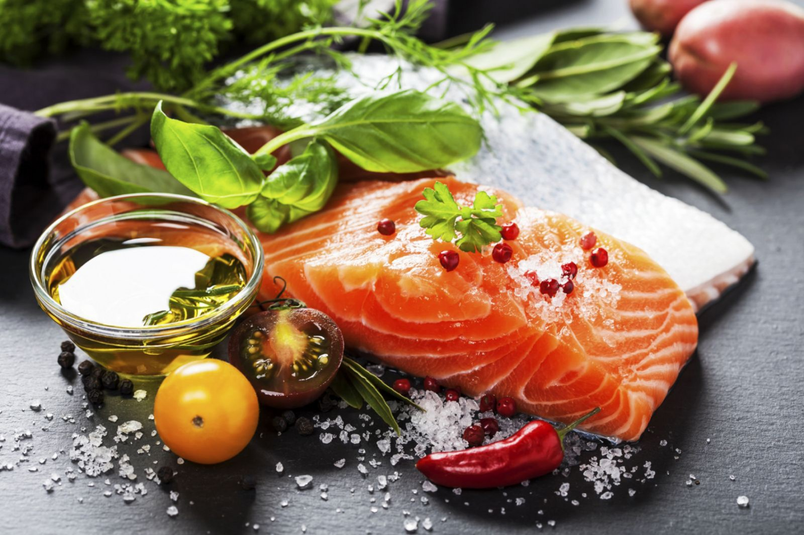 Theo đuổi chế độ ăn Địa Trung Hải là một cách giúp phòng ngừa ung thư. Ảnh: bestslim.org
