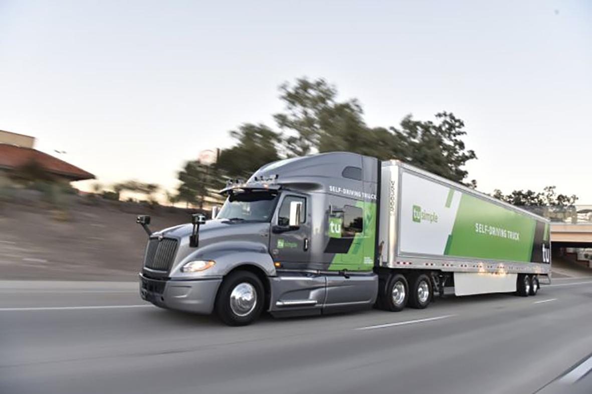Xe tải tự lái của TuSimple vận chuyển bưu kiện cho USPS. Ảnh: TuSimple