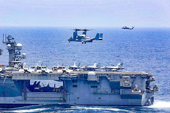 Tàu sân bay Mỹ tập trận trên Vịnh Ba Tư hôm 16-5. Ảnh: U.S. Navy