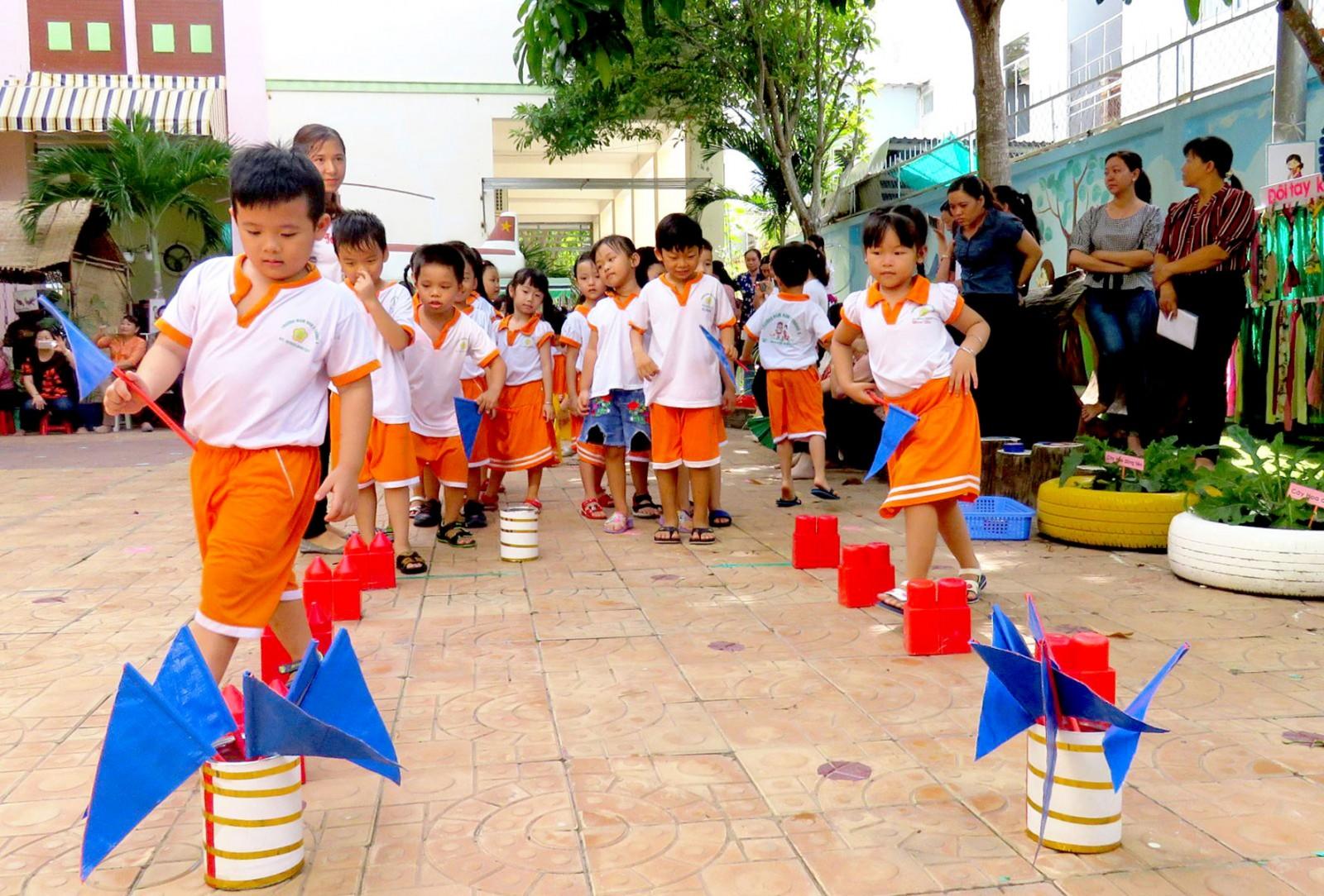 Giờ hoạt động ngoại khóa của các bé Trường Mầm non 2 Tháng 9.