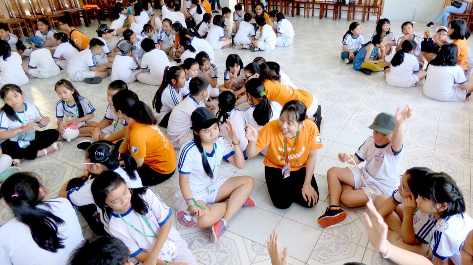 Học sinh Trường Tiểu học Ngô Quyền trong giờ hoạt động ngoại khóa.