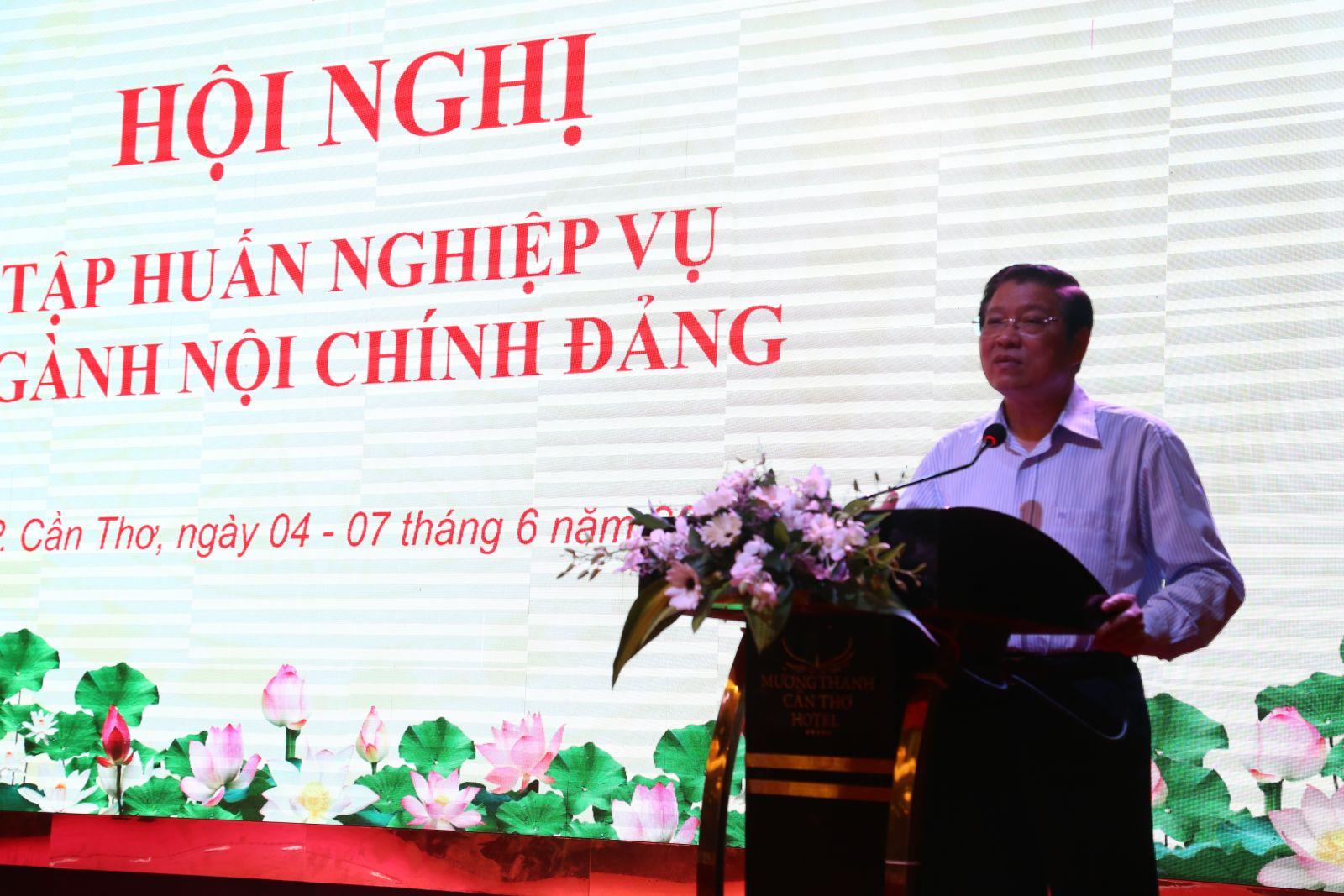 Đồng chí Phan Đình Trạc, Bí thư Trung ương Đảng, Trưởng Ban Nội chính Trung ương phát biểu bế mạc hội nghị. Ảnh: S.H