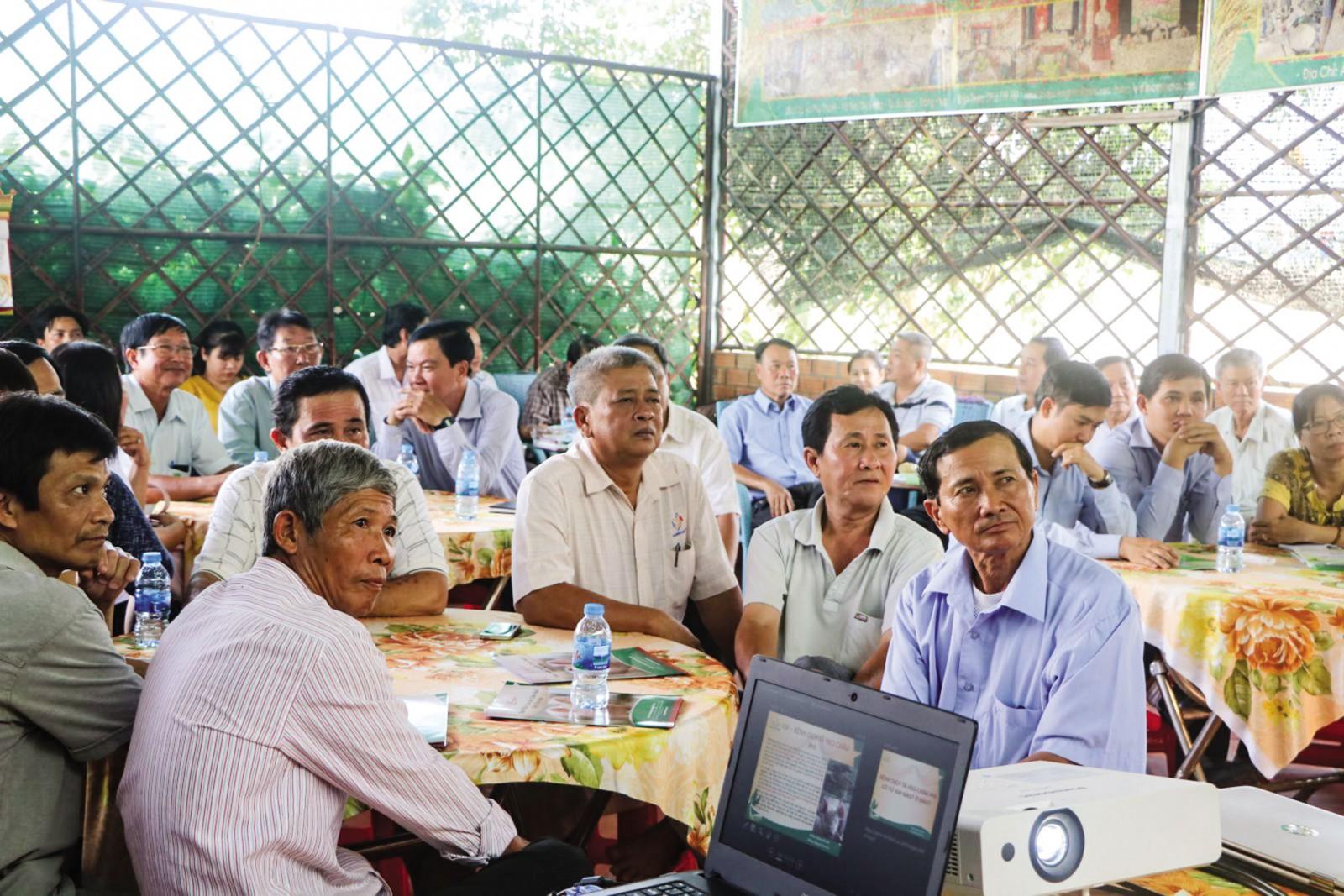 Một buổi sinh hoạt của Hội quán nông dân ở xã Tân Nghĩa, huyện Cao Lãnh, tỉnh Đồng Tháp.