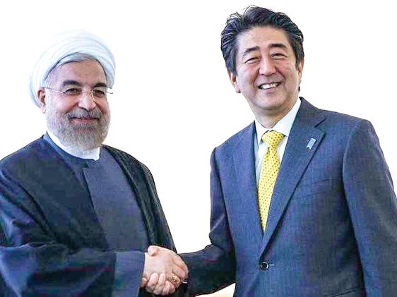 Thủ tướng Nhật Bản Abe (phải) trong một lần gặp Tổng thống Iran Rouhani tại Liên Hiệp Quốc.