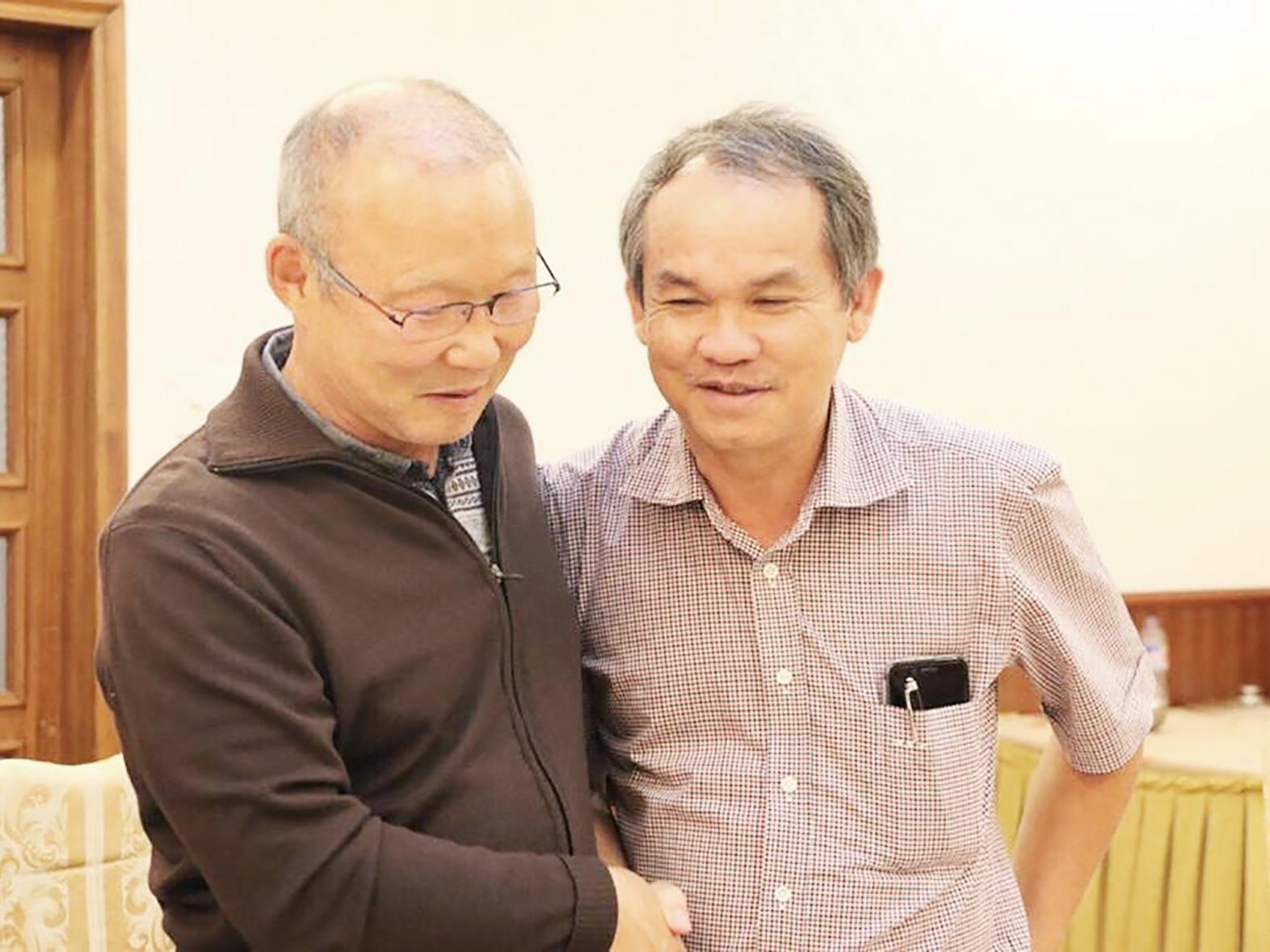 Bầu Đức (bên phải) và HLV Park Hang-seo. Ảnh: ANH HUY