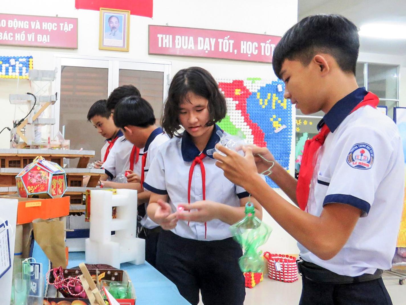Học sinh Trường THCS Lê Bình (quận Cái Răng) trong giờ hoạt động ngoại khóa.